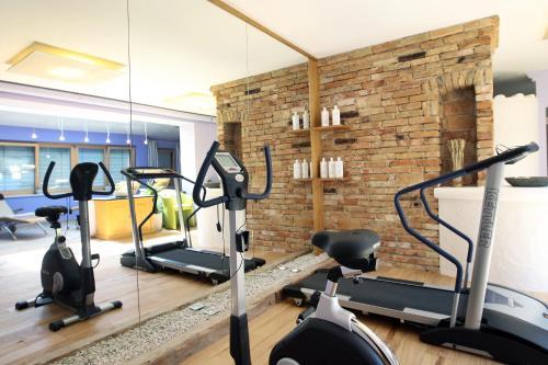 Das Fitnesscenter und/oder die Fitnesseinrichtungen in der Unterkunft Perbersdorfer Heuriger