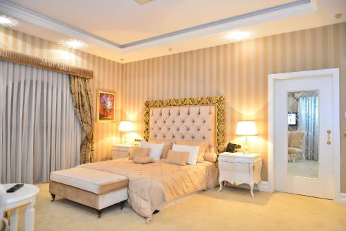 A bed or beds in a room at Lake Palace Hotel Baku