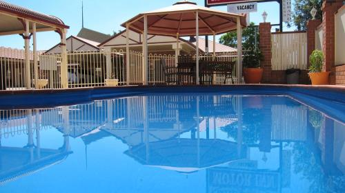 The swimming pool at or near Dalby Mid Town Motor Inn