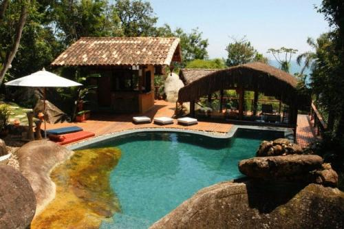 A view of the pool at Pousada Refugio das Pedras or nearby
