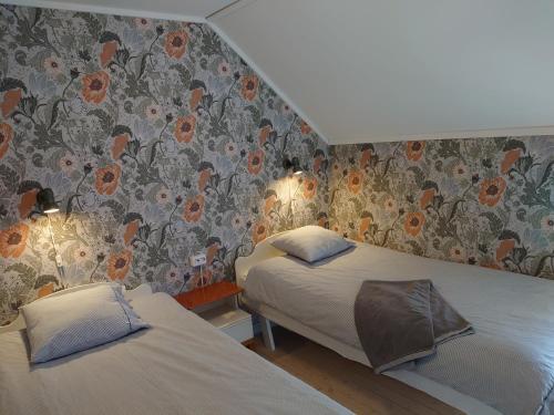 Säng eller sängar i ett rum på Vandrarhemmet Tallbacka/Ängelsberg Hostel