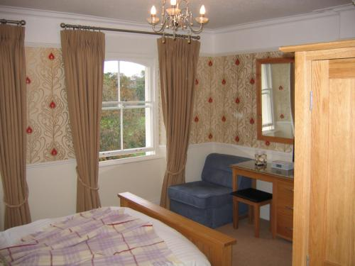 A bed or beds in a room at Yeo Dale Hotel
