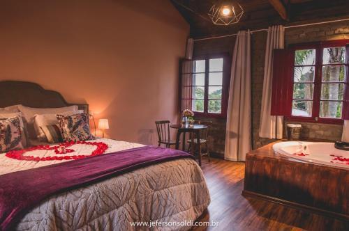 A bed or beds in a room at Casa Vêneto (Vale dos Vinhedos)