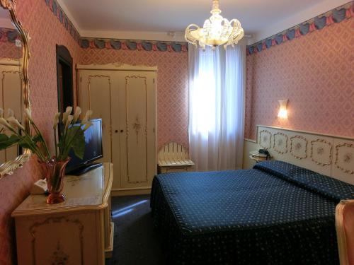 Кровать или кровати в номере Hotel Diana