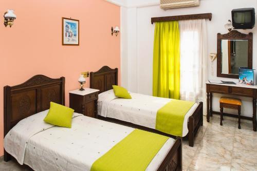 Ένα ή περισσότερα κρεβάτια σε δωμάτιο στο Astir Thira Hotel
