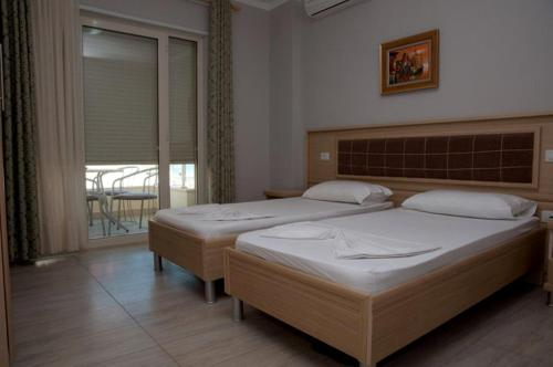 A bed or beds in a room at Hotel Vila Lule