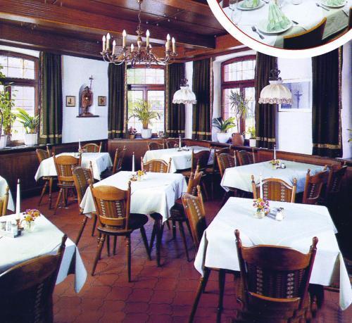Ein Restaurant oder anderes Speiselokal in der Unterkunft Gasthof Kronprinzen