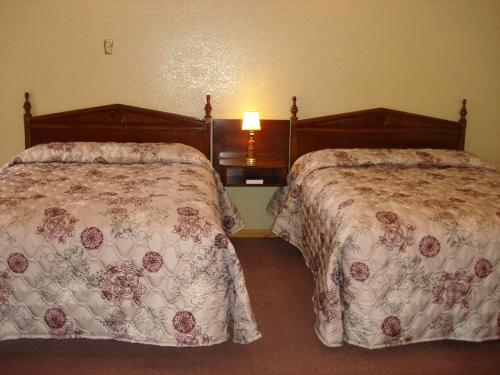 A bed or beds in a room at Nevada Inn