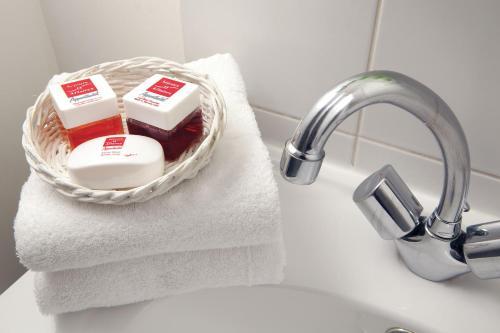 Ein Badezimmer in der Unterkunft Séjours & Affaires Toulouse de Brienne