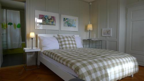 Ein Bett oder Betten in einem Zimmer der Unterkunft Die Bleibe - Bed & Breakfast in Winterthur-Töss