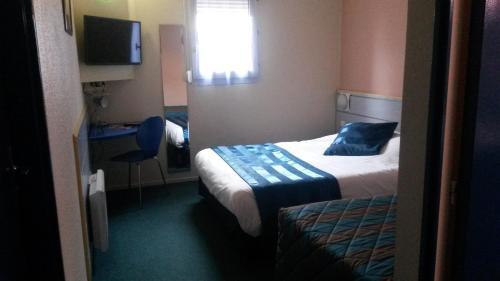 Een bed of bedden in een kamer bij As Hotel Orléans Nord Artenay
