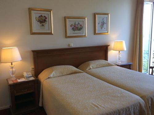 A bed or beds in a room at Cavalieri Hotel