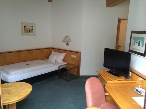 Ein Bett oder Betten in einem Zimmer der Unterkunft Matchpoint Hotel