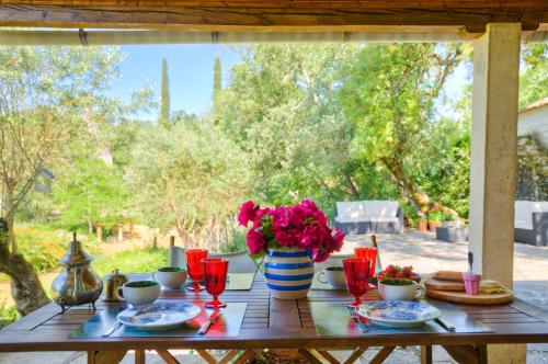 Breakfast options available to guests at Tomar Countryside Retreat for Family & Friends