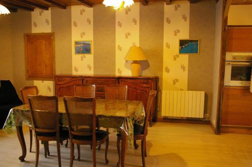 Restaurant ou autre lieu de restauration dans l'établissement Gite au Chalet