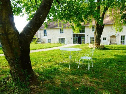 Ein Garten an der Unterkunft Chambres d'hôtes Béred Vuillemin