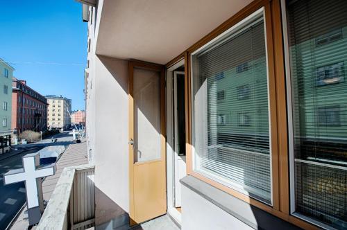 A balcony or terrace at Forenom Serviced Apartments Helsinki Albertinkatu