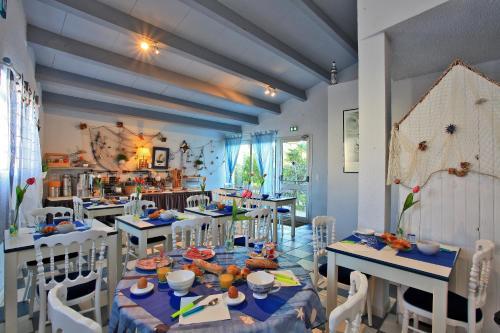 Restaurant ou autre lieu de restauration dans l'établissement Logis Hôtel de la Plage