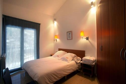 Llit o llits en una habitació de Apartaments Turístics Prat de Les Mines