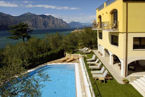 Vista sulla piscina di Casa Antonelli o su una piscina nei dintorni