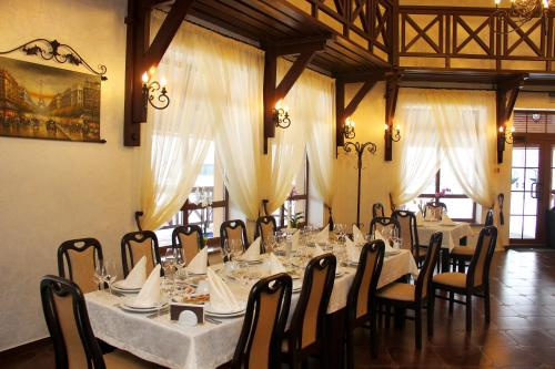 A restaurant or other place to eat at Chalet Hotel