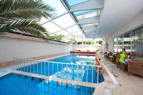 Бассейн в Xperia Grand Bali Hotel - All Inclusive или поблизости