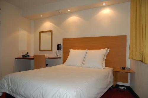 A bed or beds in a room at Arts Hotel