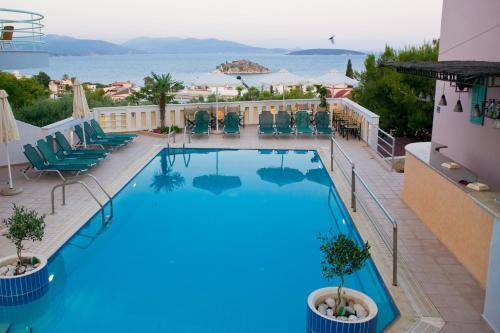 Θέα της πισίνας από το Amaryllis Hotel Apartments ή από εκεί κοντά