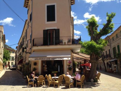 Restauracja lub miejsce do jedzenia w obiekcie Allotjaments Serra de Tramuntana