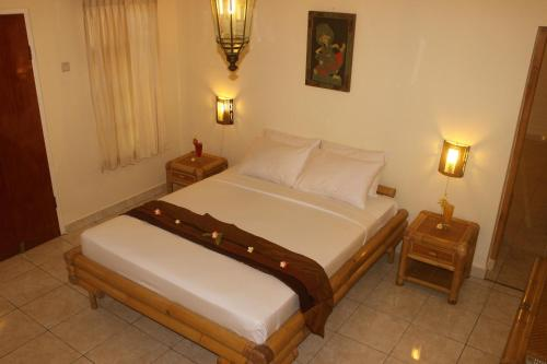 A bed or beds in a room at Chonos Hotel Lovina
