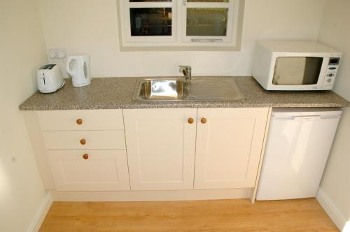 A kitchen or kitchenette at Field Cottage Bed and Breakfast