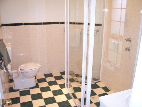 A bathroom at Limestone View Naracoorte