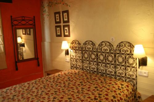 A bed or beds in a room at Casa Rural Crisol Spa