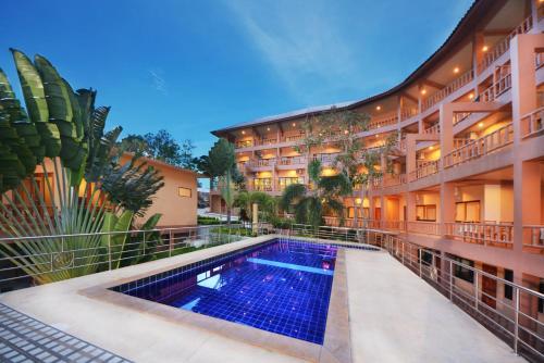 Бассейн в Haad Yao Bayview Resort & Spa или поблизости