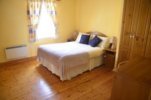A bed or beds in a room at Seaview Self-Catering