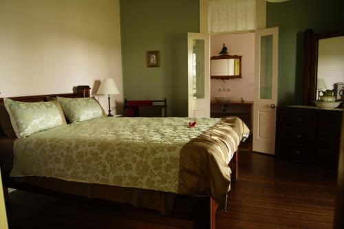 A bed or beds in a room at Feathers Home Stay