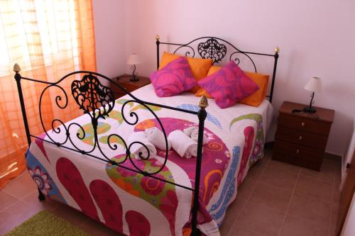 A bed or beds in a room at Casa Da Baía