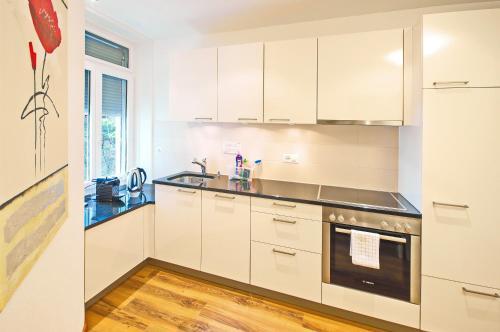 Küche/Küchenzeile in der Unterkunft Luxury Apartments by Livingdowntown