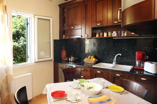 A kitchen or kitchenette at Villa Edem