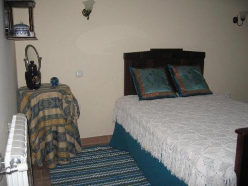 A bed or beds in a room at Casa da Bivó Mafalda