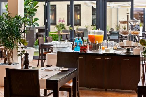 A restaurant or other place to eat at Flemings Hotel München-Schwabing