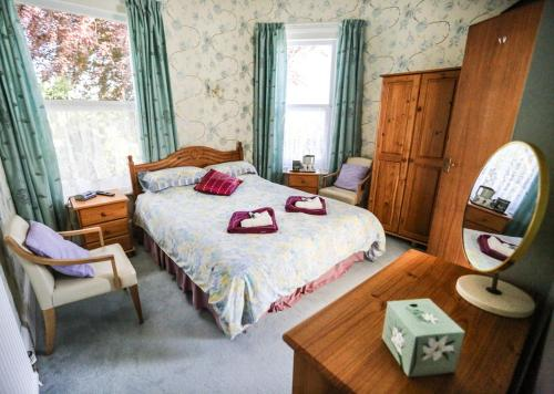 A bed or beds in a room at Mount House