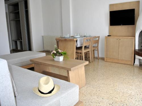 A seating area at Apartamentos El Moro
