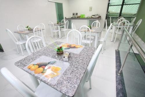 A restaurant or other place to eat at Hotel Lagoa