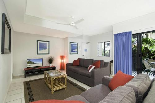 A seating area at Bay Villas Resort