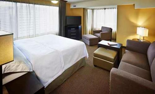 A bed or beds in a room at Homewood Suites by Hilton Hamilton