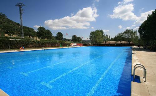 Het zwembad bij of vlak bij El Canto La Gallina