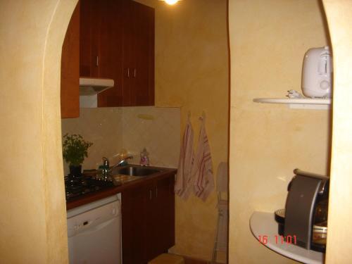 A kitchen or kitchenette at Le Saint 83