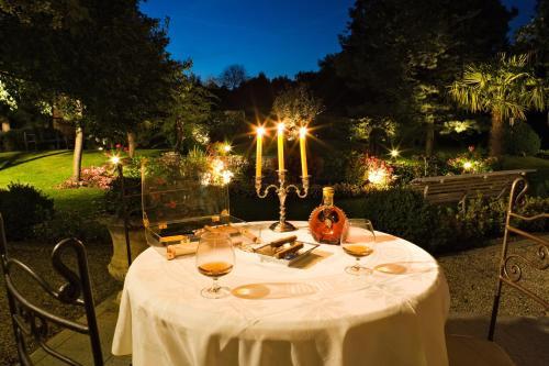 A restaurant or other place to eat at Auberge A La Bonne Idée