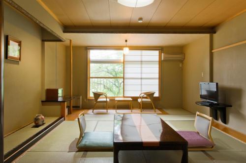 Ein Sitzbereich in der Unterkunft Akita Onsen Plaza